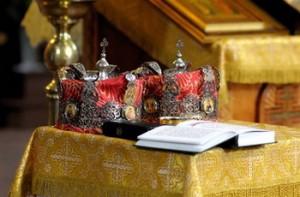 Венцы для жениха и невесты - атрибуты православного обряда венчания