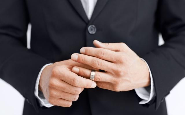 Вредно ли обручальное кольцо мужчинам