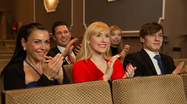 Как вести себя на спектакле в театре