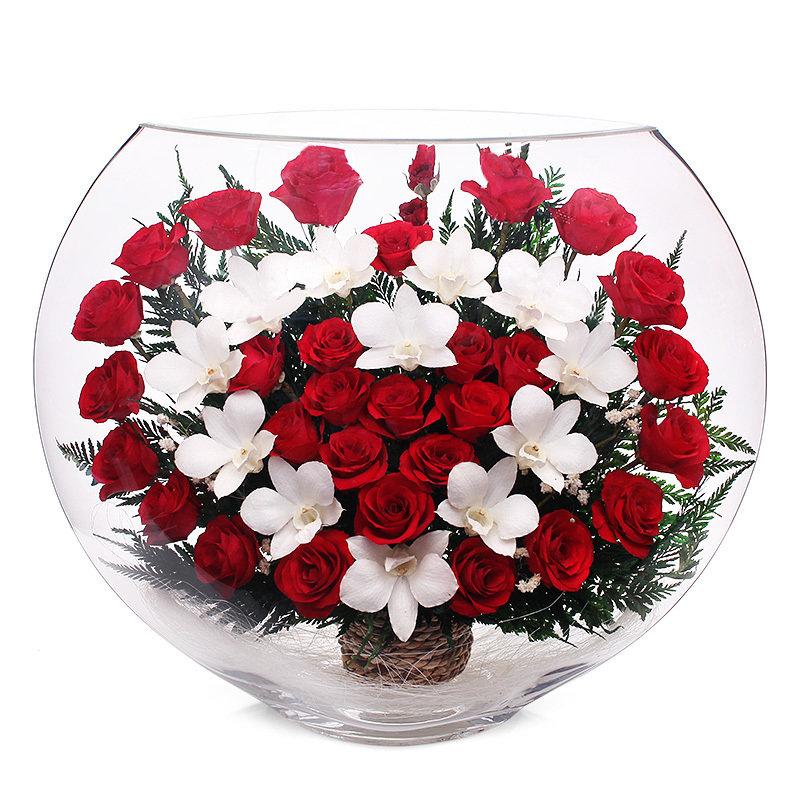 Цветы в стекле — оригинальный и долговечный подарок