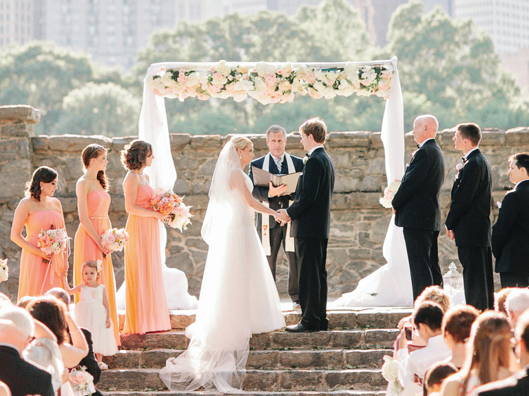 Американская свадьба — от помолвки до подвязки